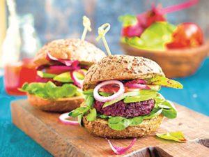 Šťavnaté burgery z červené řepy
