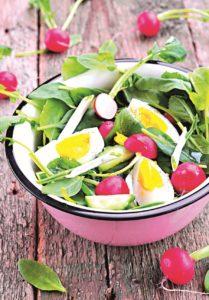 Ředkvičkový salát jako příloha k masu