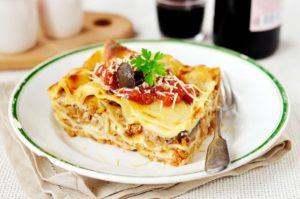 Lasagne s červenou čočkou a žampiony