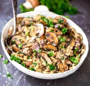 Rýže s kuřecím masem a mandlemi